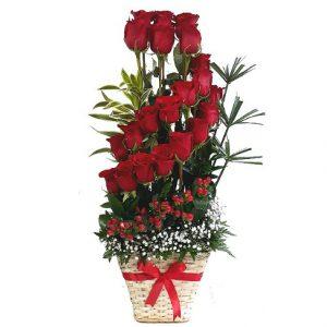 hermoso diseño rosas rojas tipo espiral. irania floristeria