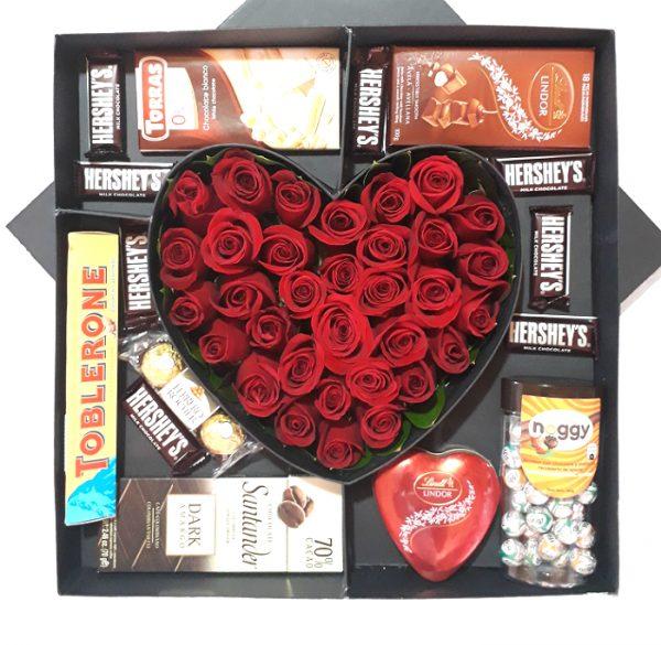caja corazon con chocolates irania floristeria bogota
