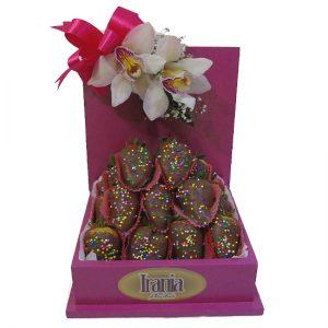 fresas con chocolate en caja artesanal irania floristeria bogota
