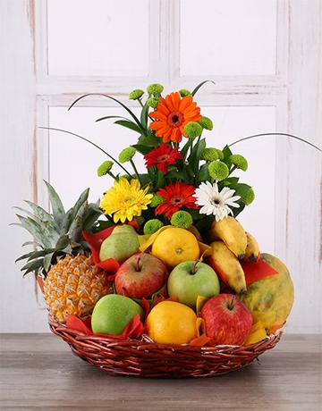 flores con frutas iraniafloristeria.,