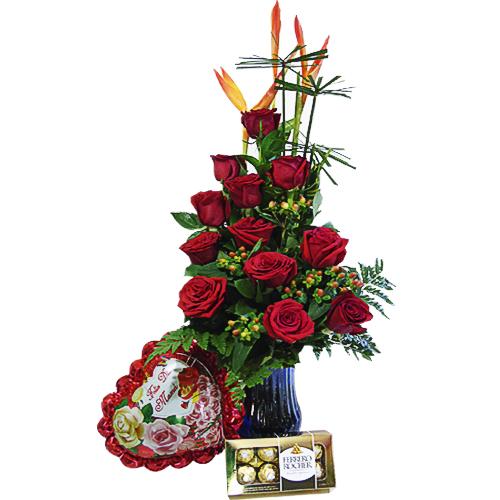 jarron 12 rosas chocolates y globo iraniafloristeria