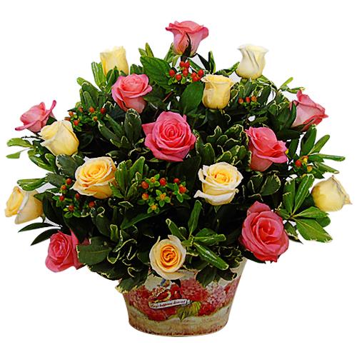 rosas rosadas y blancas en jarron , irania floristeria