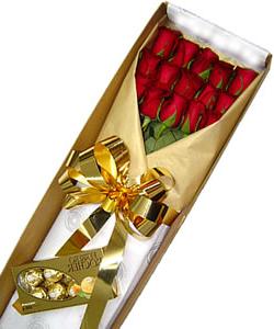 rosas y chocolate en cajairania floristeria
