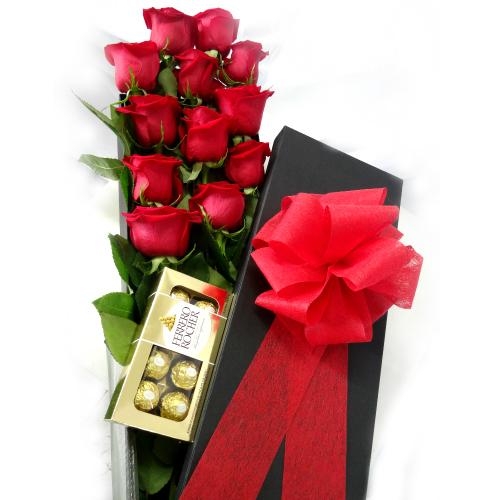 rosas en caja color negro con chocolate, iraniafloristeria