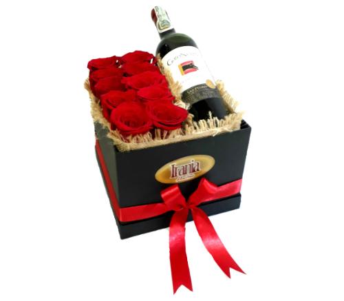 rosas y vino en caja cubo iraniafloristeria