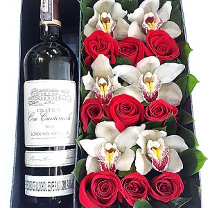 rosas y orquídeas en caja con vino, irania floristería